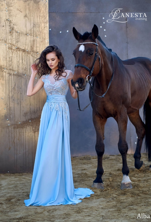 5296469b4dfe19 Вечірні та випускні сукні у Вінниці - салон Медовий Місяць