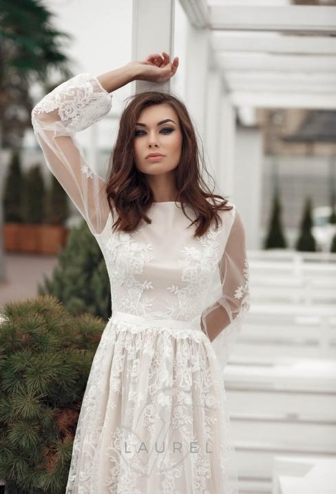 69d89c3ad2b96c Тендітним дівчатам дуже йдуть весільні сукні, які надають обсяг фігурі.  Наприклад, рукав «повітряна куля» приховає занадто худенькі руки, при цьому  зробивши ...